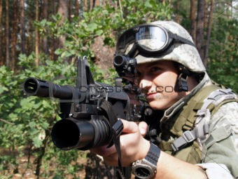 Soldier aiming with M4 carbine