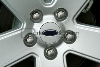 Car tire wheel and lug nuts