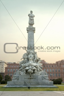 Statue behind the Casa Rosada