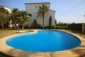 Spanish villas with swimming pool