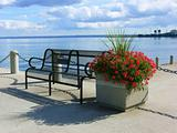 Bench on the lake   40165