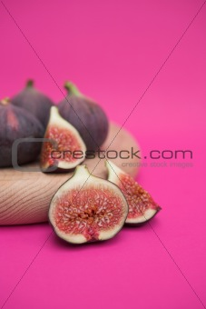Sliced figs composition