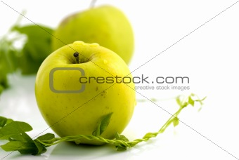 Fresh apples and green leaves