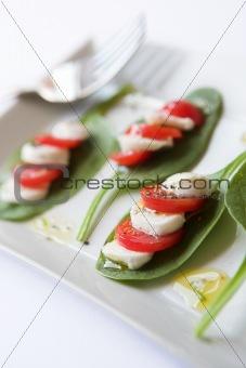 Tomato, mozzarella & spinach salad